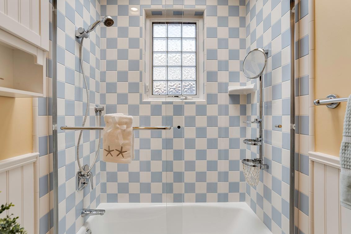 Bath 2 (B) - 3932 Park Blvd