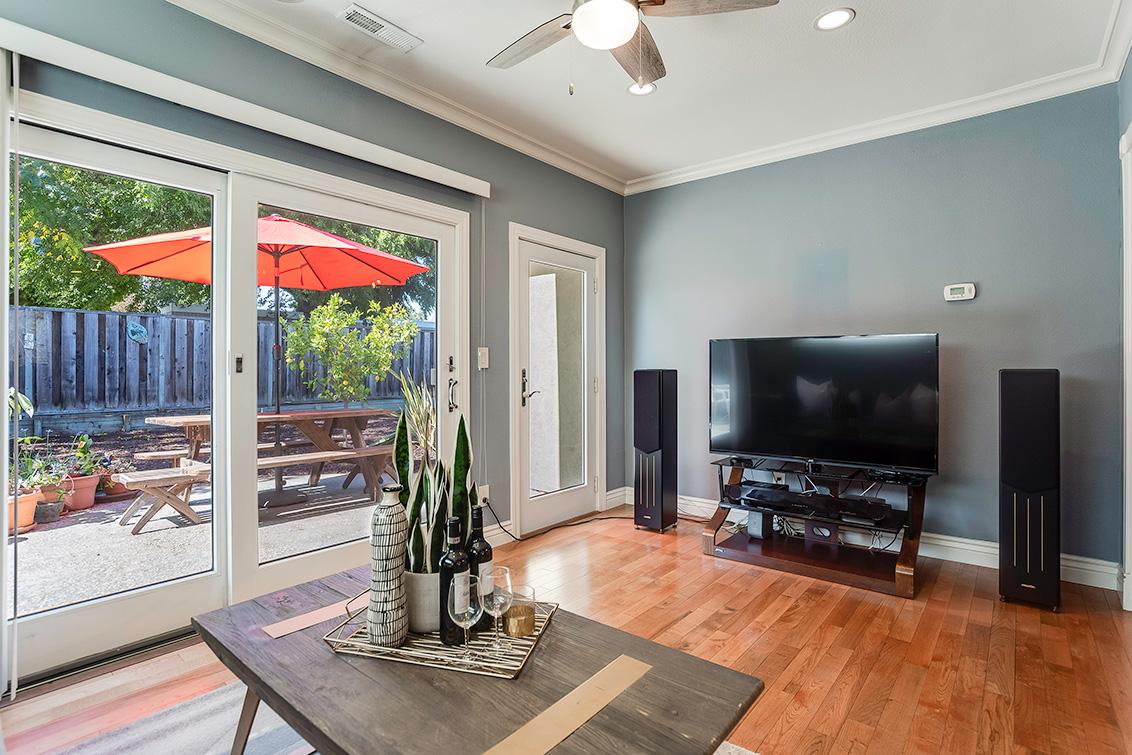 Family Room (B) - 3932 Park Blvd