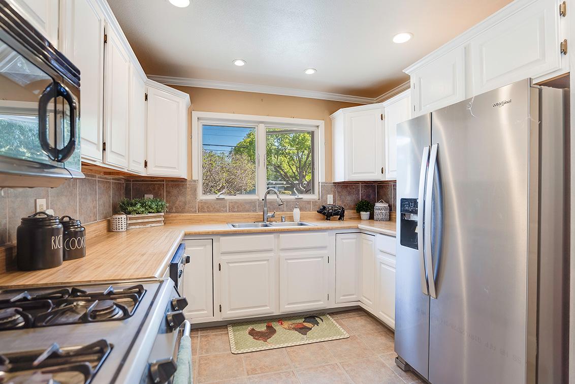 Kitchen (B) - 3932 Park Blvd
