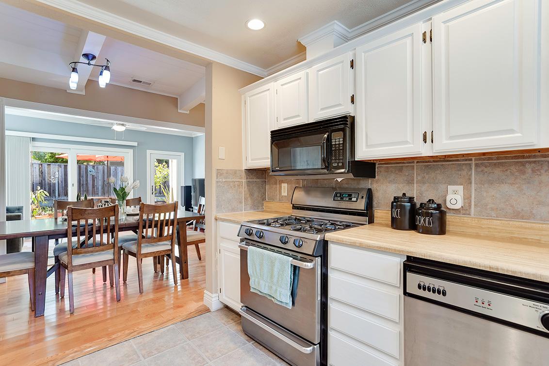 Kitchen (C) - 3932 Park Blvd