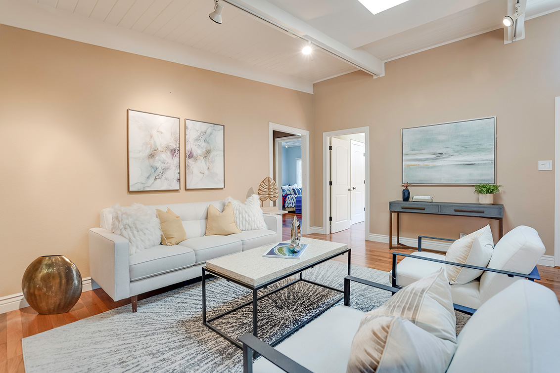 Living Room (B) - 3932 Park Blvd
