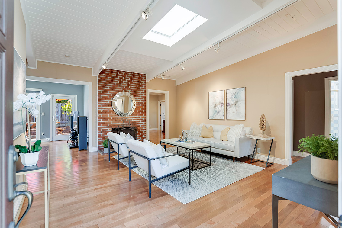 Living Room (C) - 3932 Park Blvd
