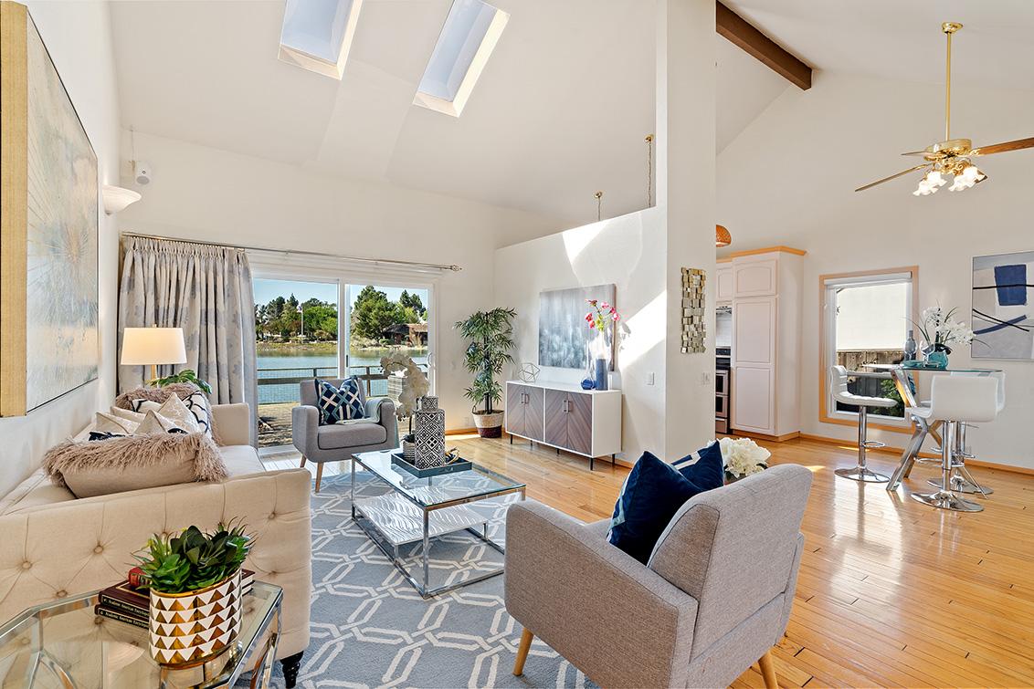Living Room (E) - 365 Quay Ln