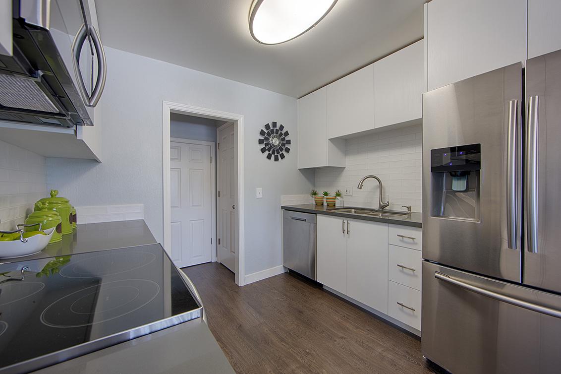Kitchen (B) - 7150 Rainbow Dr 21