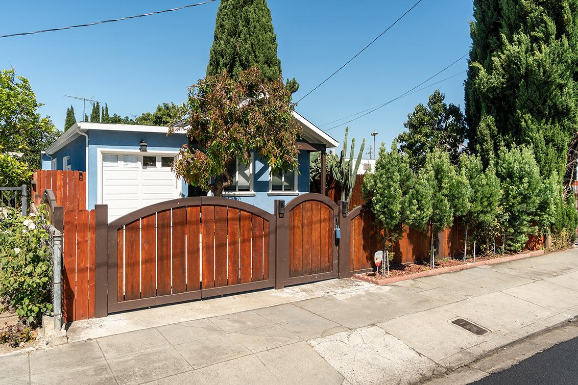 Garage (A) - 353 Vaughn Ave