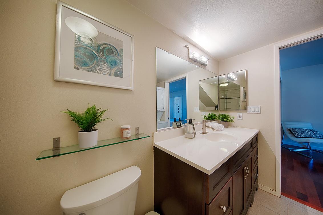 Bathroom (A) - 566 Vista Ave