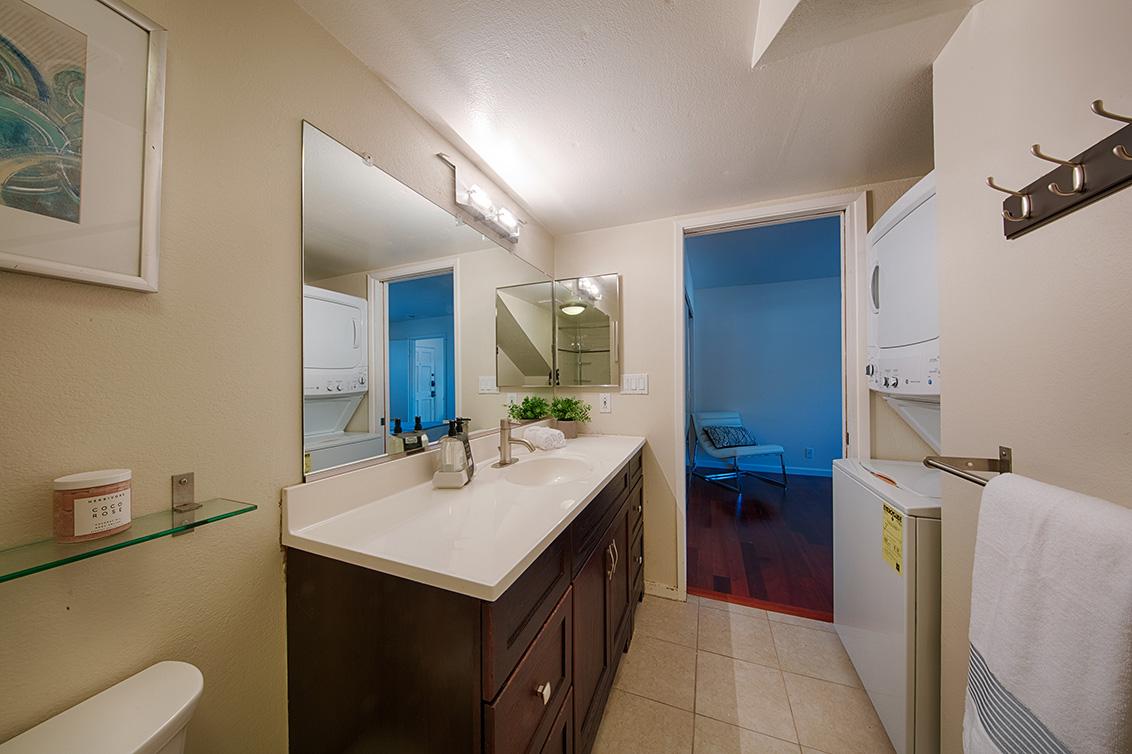 Bathroom (C) - 566 Vista Ave