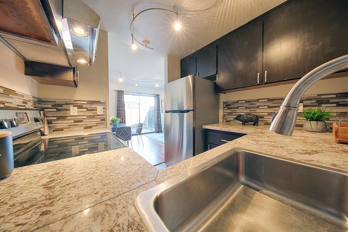 Kitchen (B) - 566 Vista Ave