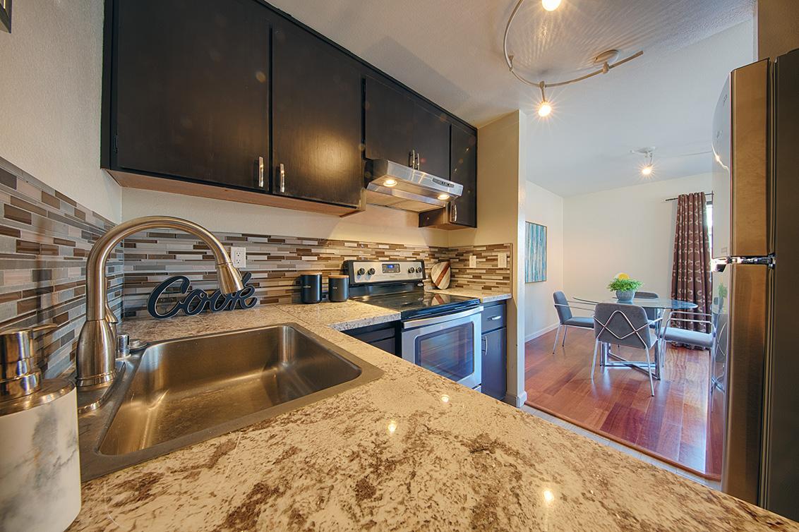 Kitchen (C) - 566 Vista Ave