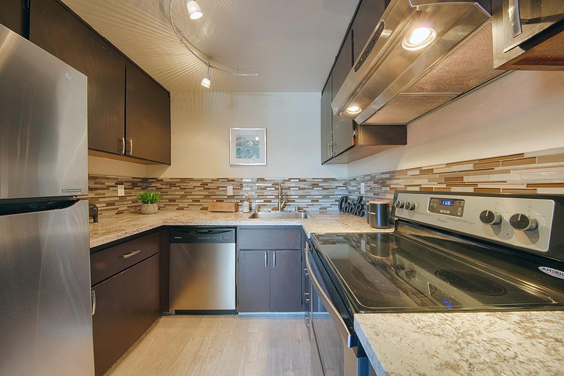 Kitchen (D) - 566 Vista Ave