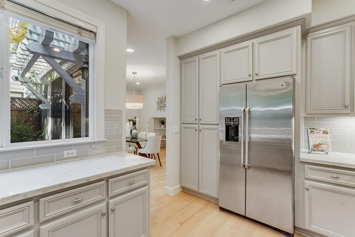 Kitchen (C) - 1063 Bonita Ave