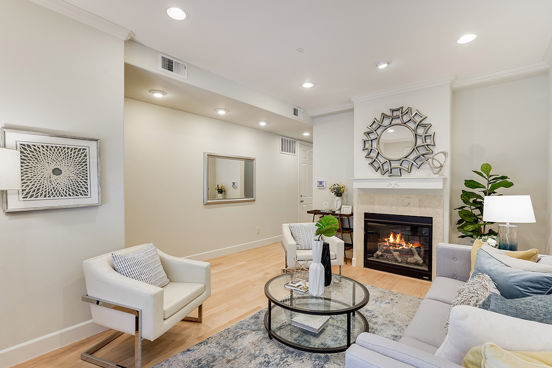 Living Room (C) - 1063 Bonita Ave