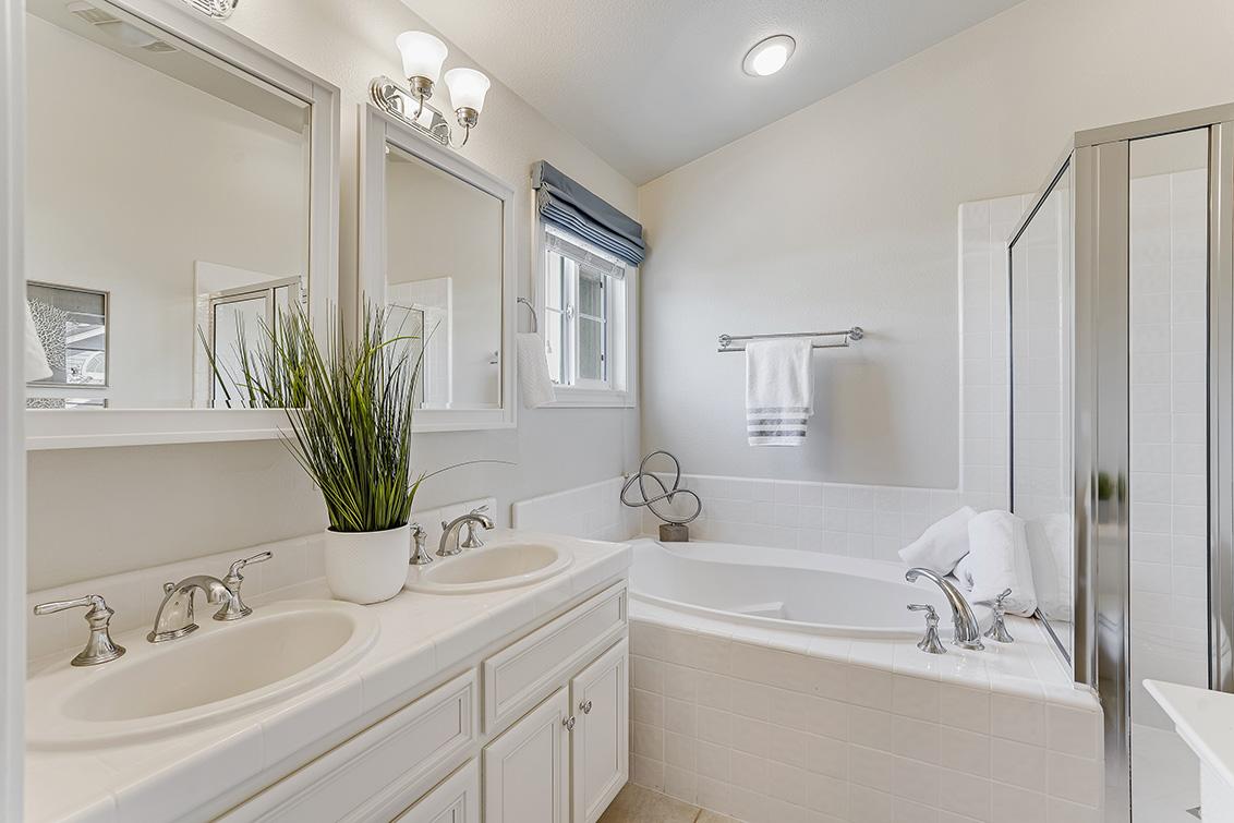 Master Bath (A) - 1063 Bonita Ave