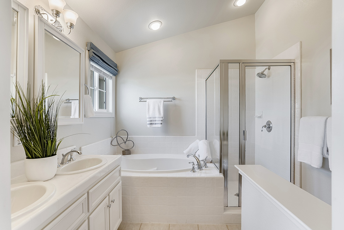 Master Bath (B) - 1063 Bonita Ave
