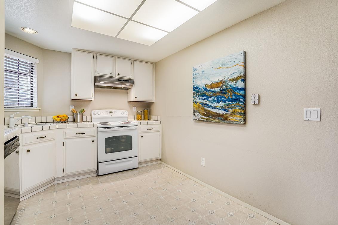 Kitchen (B) - 5047 Mitty Way