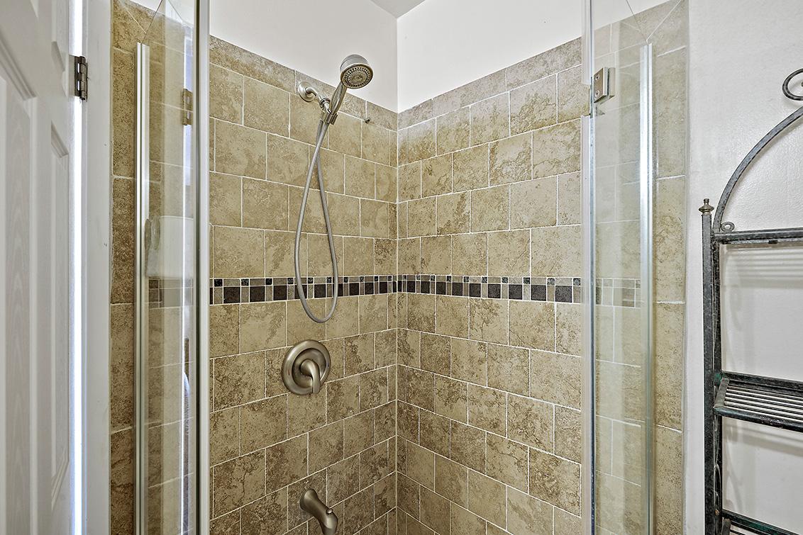 Master Bath (B) - 2419 Fordham Dr