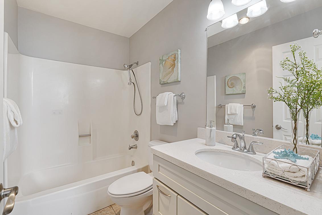 Bathroom 2 (A) - 670 San Antonio Rd 40