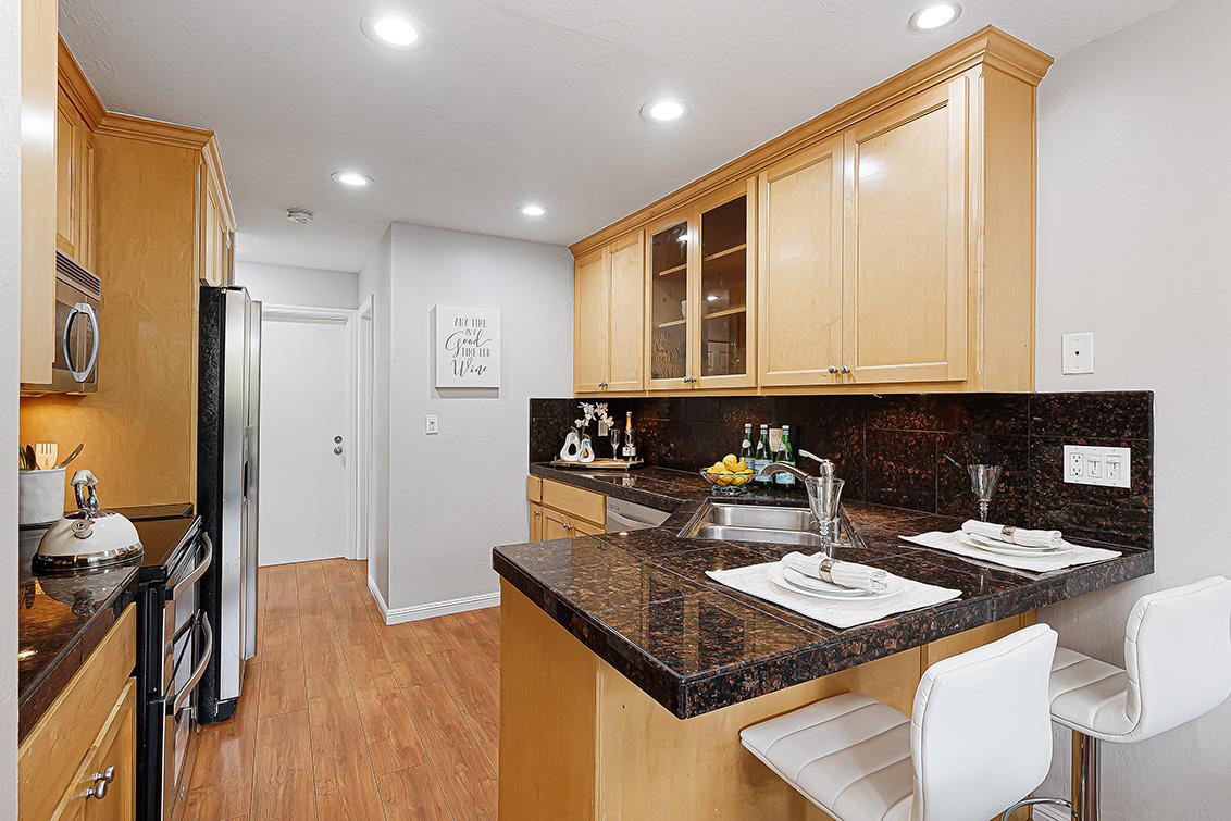 Kitchen (A) - 670 San Antonio Rd 40