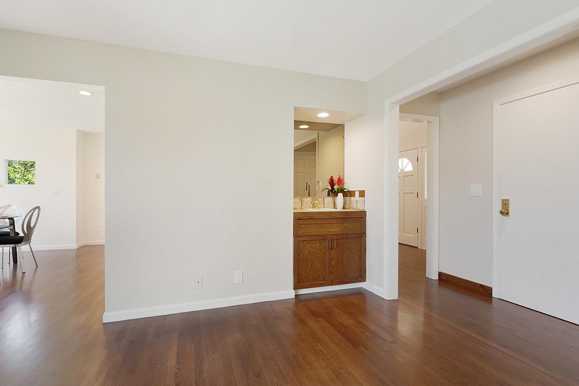 Family Room (E) - 112 Sleeper Ave