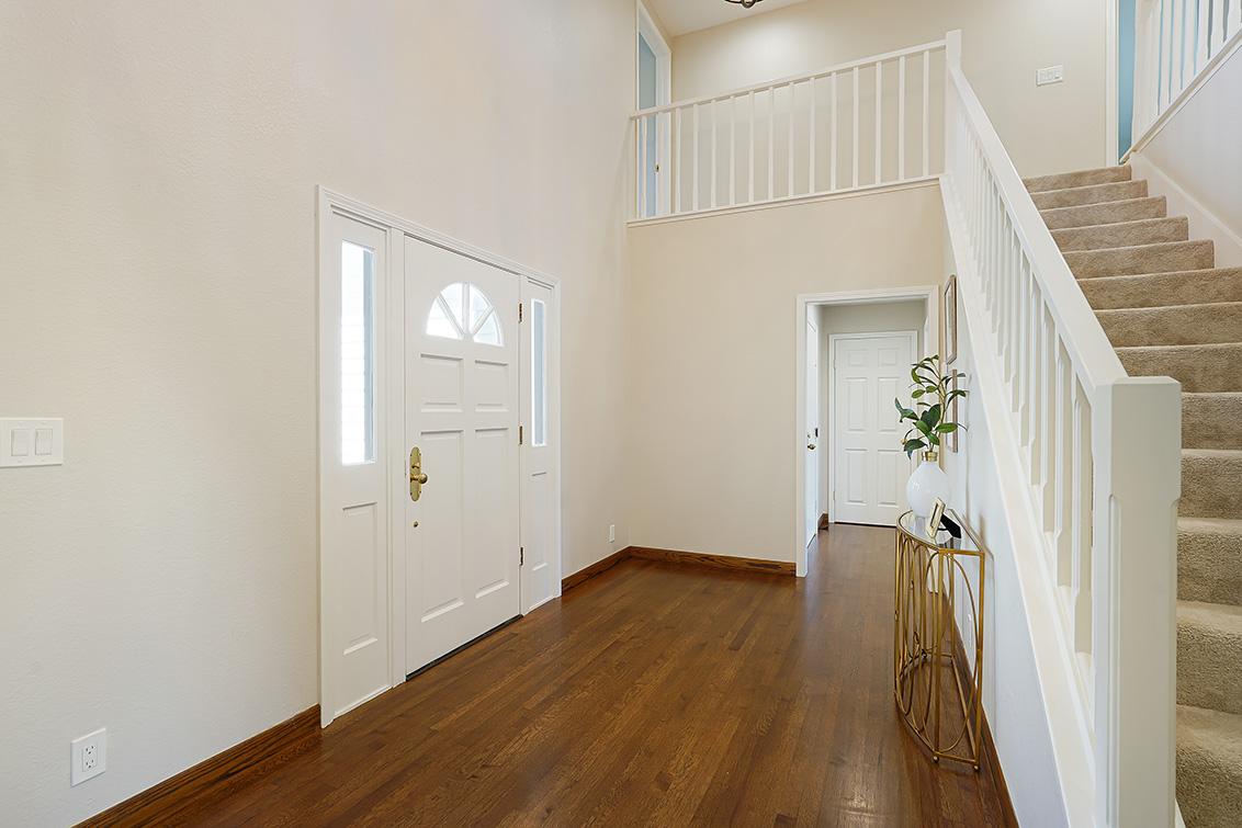 Foyer (A) - 112 Sleeper Ave