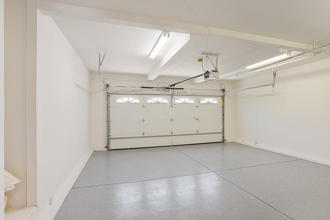 Garage Ba  - 112 Sleeper Ave