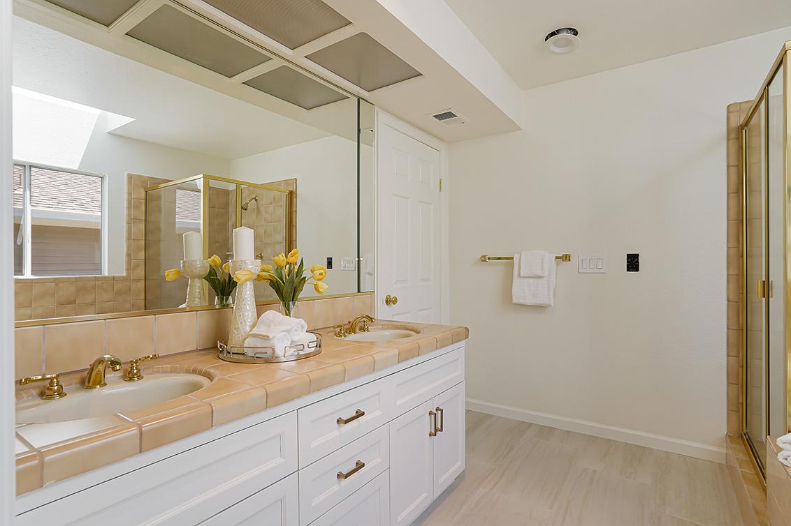 Master Bath (E) - 112 Sleeper Ave