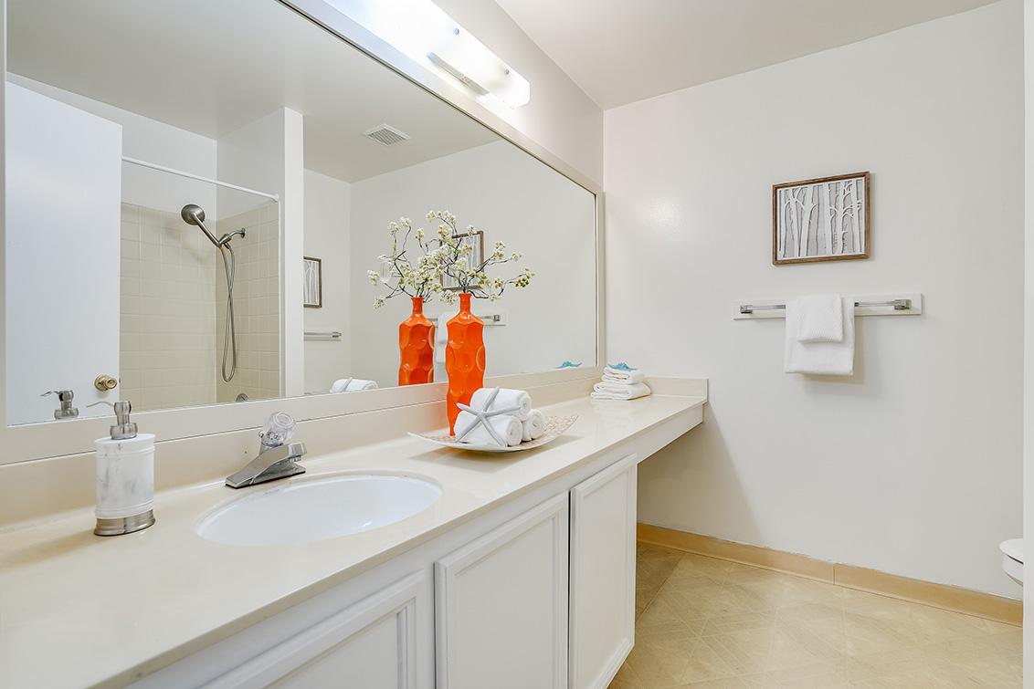 Bathroom 2 (A) - 4102 Thain Way