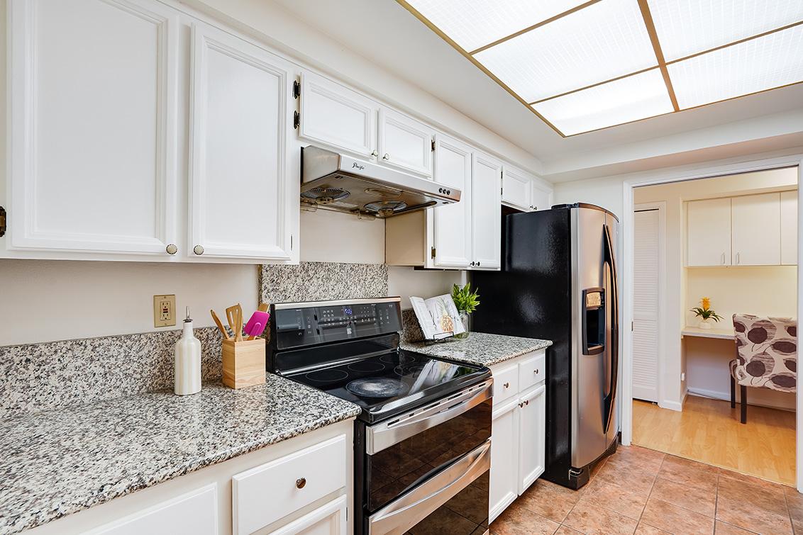 Kitchen (C) - 4102 Thain Way