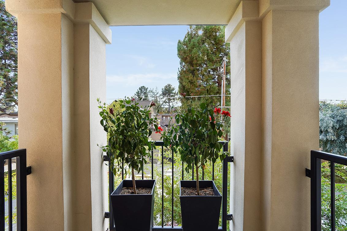 Balcony (B) - 777 Walnut St 208
