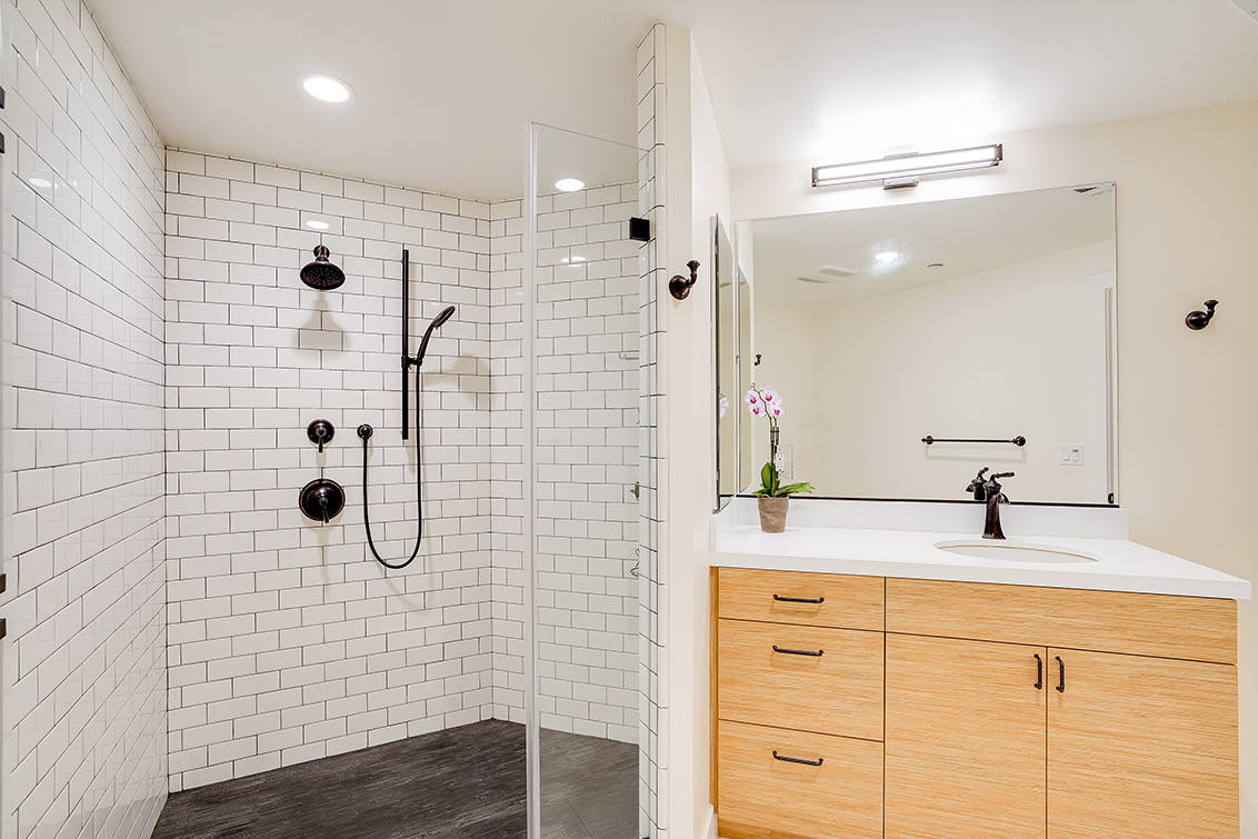 Master Bath (A) - 777 Walnut St 208