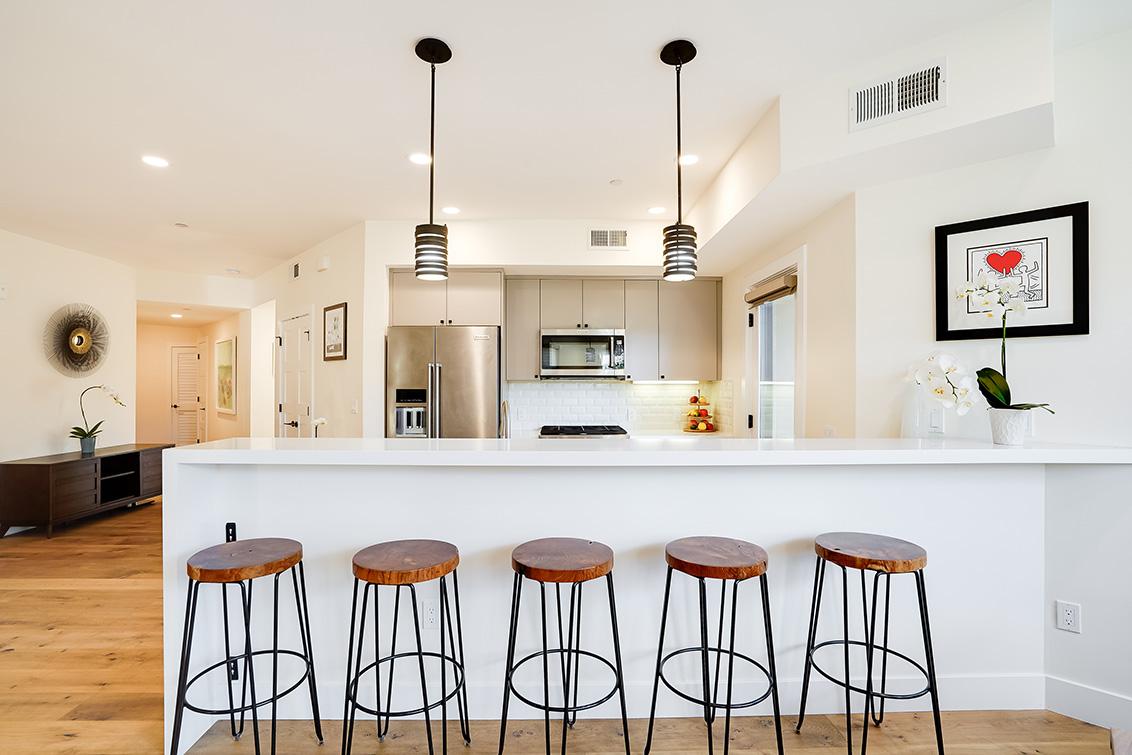Kitchen Bar (B)