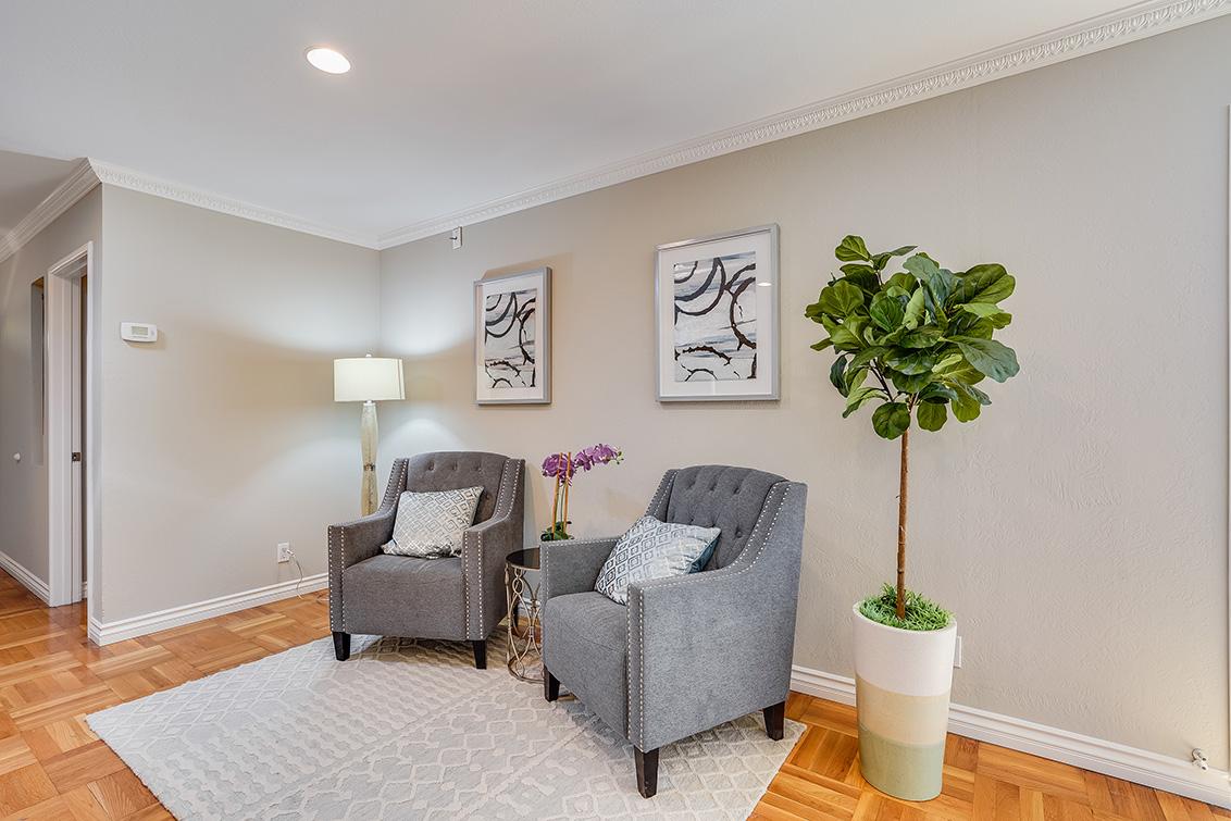 Living Room (F)